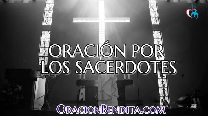 Sacerdote en la iglesia